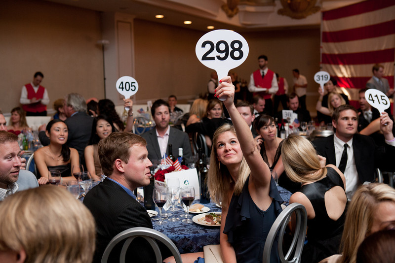 596GuardsmenWineAuction2012-L